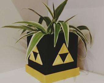Legend of Zelda Triforce Plant Pot with Drainage - Black & Gold