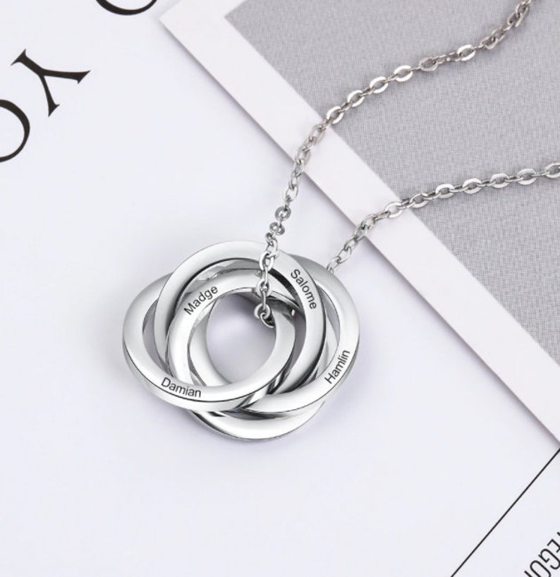 Personalized Round Pendant Necklace with 4 Names Customized Stainless Steel Engraved Circles Necklace Special Occasion Gifts for Mothers