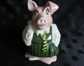 PIG SCHOOLGIRL NEW BOXED PIN BADGE GIRL PIG GOES TO SCHOOL