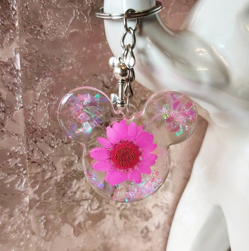 birthday Disney fans Mickey Mouse head bright hot pink daisy and pink iridescent glitter keyring keychain with key charm gift ideas