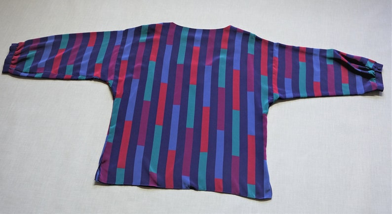 Vintage 1980s 34 Sleeve Blue Multicolor Bold Stripe Blouse Size ML Awesome 80s Colorblock Stripe Kerchief Collar Top ML