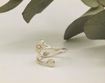 Silver pilea ring