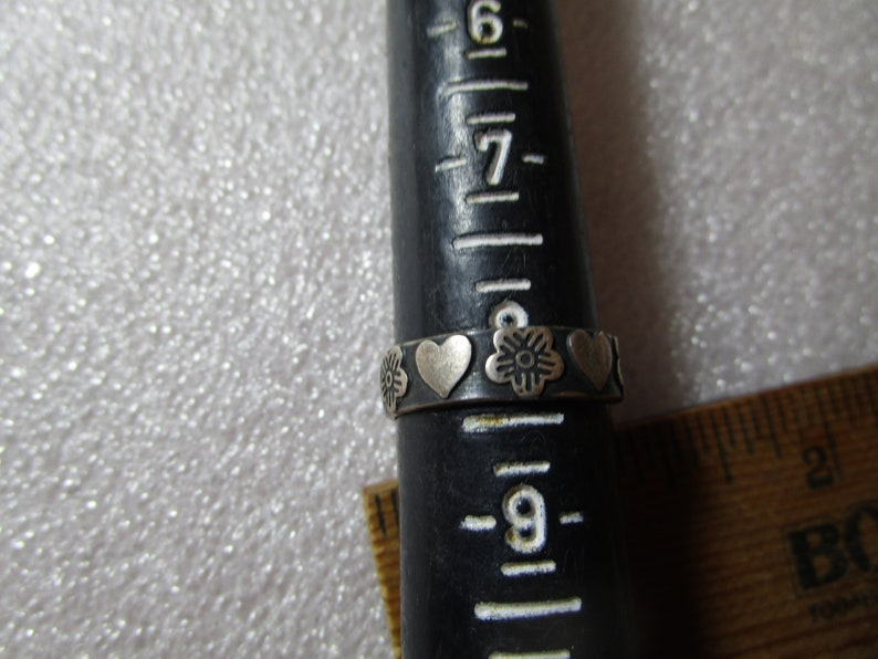 Size 8 Sterling Silver ring Mexico stamped  dot 925 Flowers and Hearts