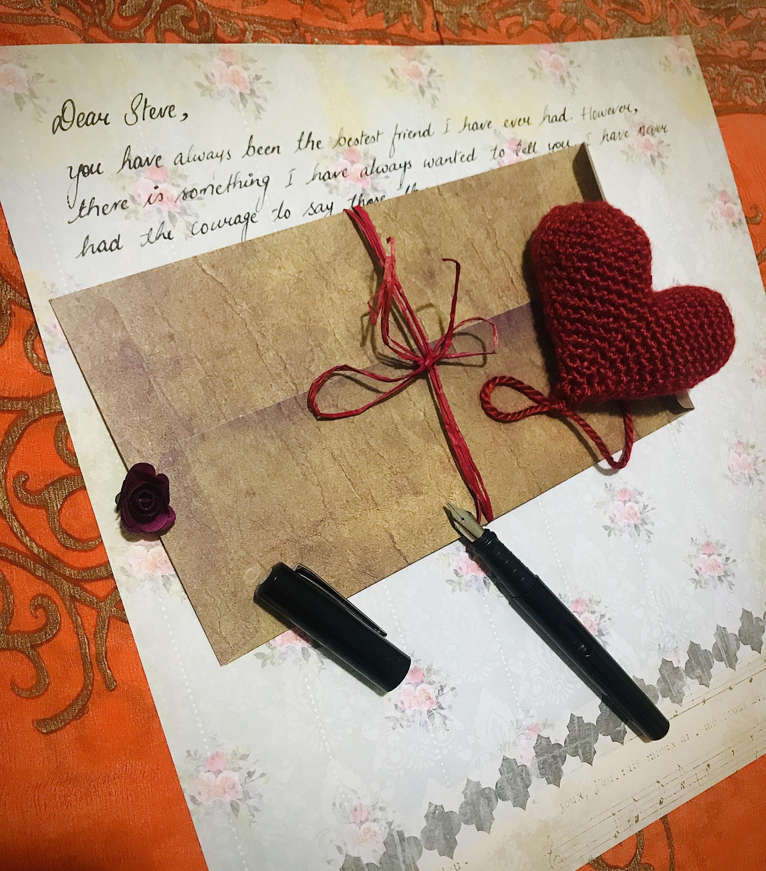 Handschriftliche romantische Brief mit einem häkeln Herz