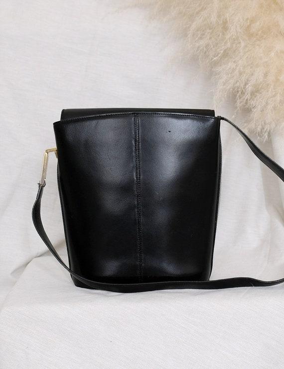 The discreet - Vintage black leather bag