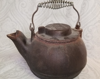 Vintage Wagner Cast Iron Tea Kettle Humidifier Fireplace Camping Swivel Lid