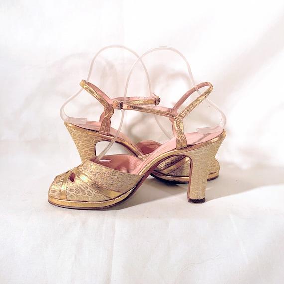 1940s Gold Leather & Brocade Peep-Toe Platform Sa… - image 4