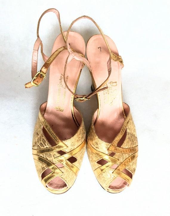 1940s Gold Leather & Brocade Peep-Toe Platform Sa… - image 5