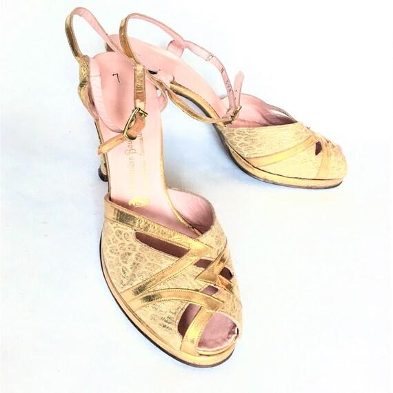 1940s Gold Leather & Brocade Peep-Toe Platform Sa… - image 2