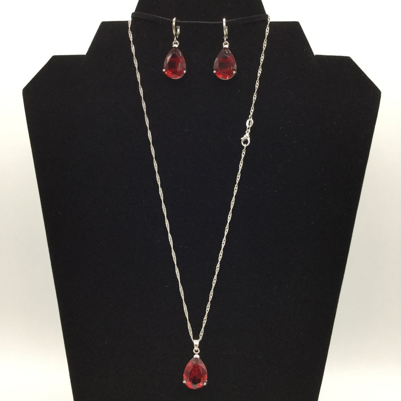 Red Teardrop Cubic Zirconia and Sterling Silver Necklace /& Earrings Set