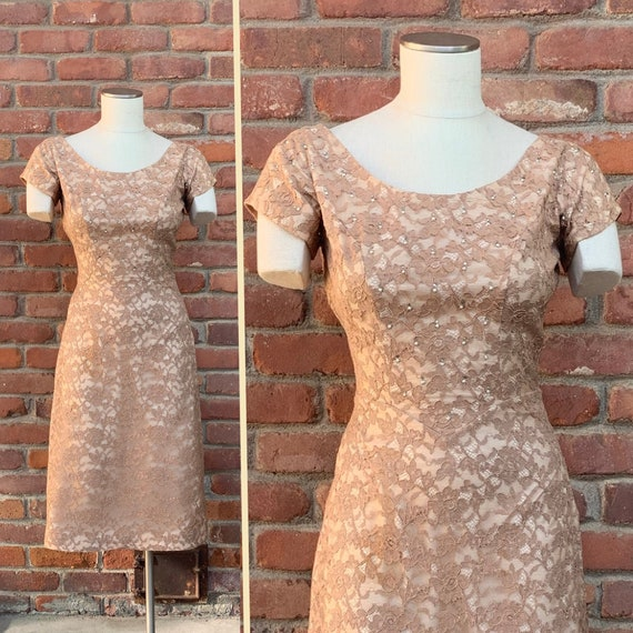 Vintage Lace Dress Beige Neutral Long Sleeve with Tiered Ruffles Structured Pointy Shoulder Pads 1980/'s Prom Dress DATIANI Size 4 Cocktail