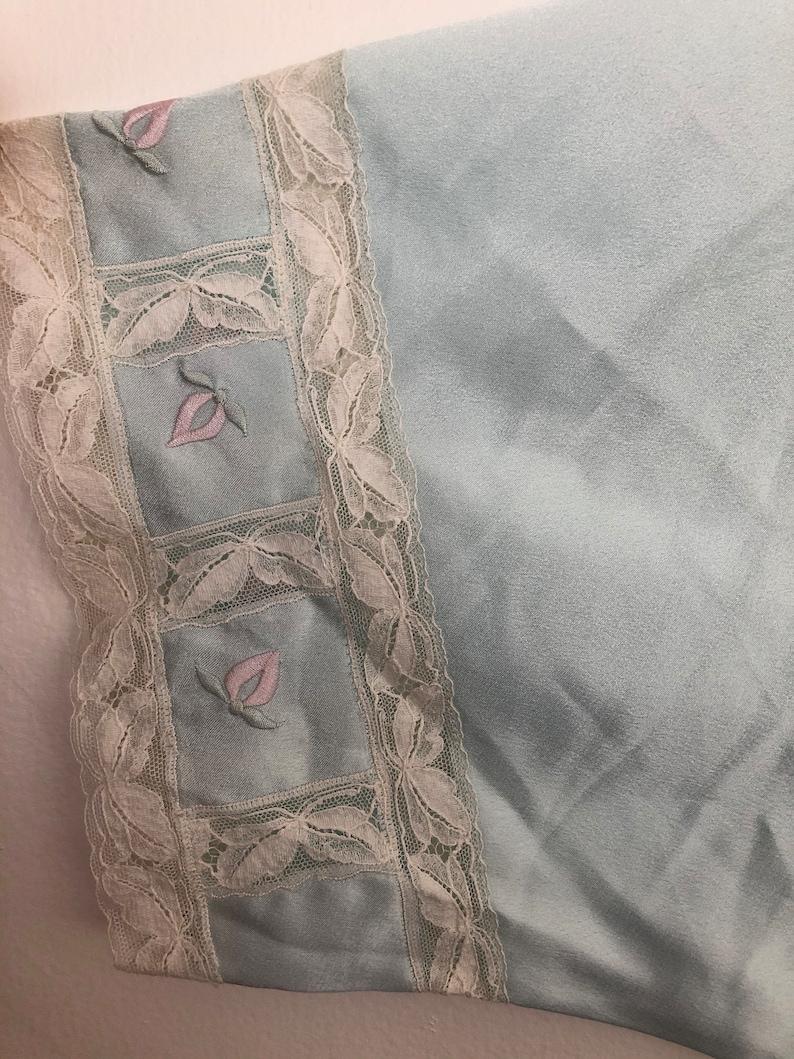 VTG 80s Embroidered Sleeved POLYESTER ROBE