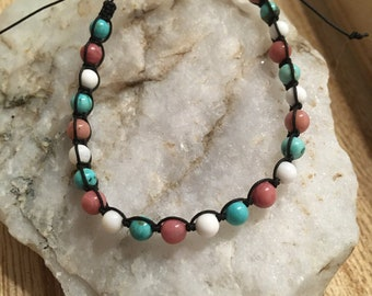 Macrame bracelet with natural stones