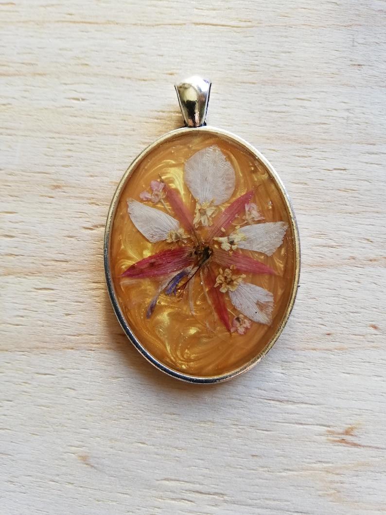 Pendant with real flowersflower necklacegift idearesin pendantpendantwomen/'s necklace
