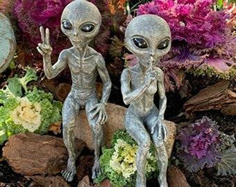 Alien Garden Resin Statue, Outer Space Alien Statue, Martians Garden Resin Figurine, Miniatures Garden Ornaments, Yard Art