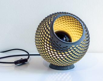 Grijze 3D Geprinte Tafellamp Geïnspireerd Door De Natuur, Geeft Sfeer In Elk Interieur