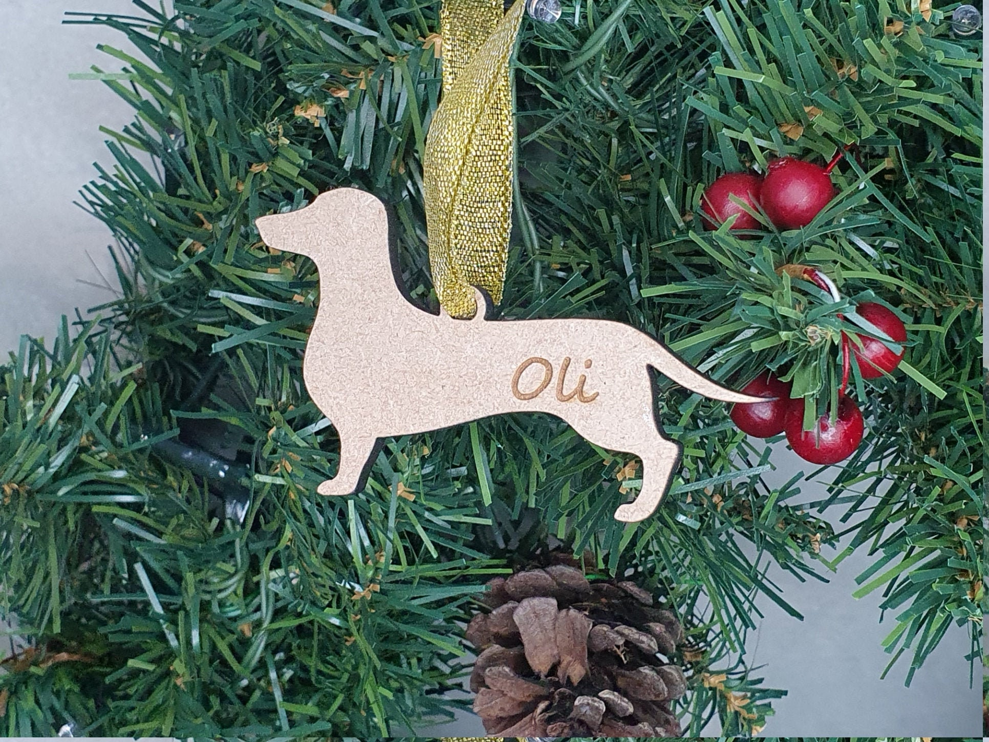 A beautiful gift or for you pet to have their own decoration. Pet Christmas Tree Bauble Personalised with your message and pet