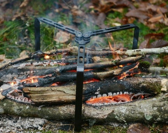 Fire Tripod Vildmark | Foldable fire stand | Outdoor cooking | Bushcraft | Survival | EDC | Camping | Karibou Outdoor Equipment