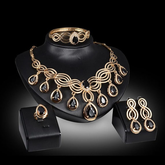 The Gold and Onyx Luxury Necklace Set