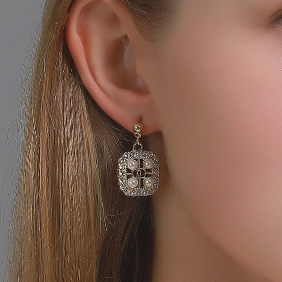 The Square Beaded Pearl and Rhinestone Earring