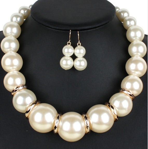 The Classic Chunky Pearl Necklace Set