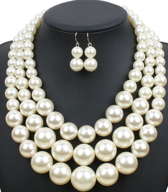The Three Strand Chunky Pearl Necklace Set