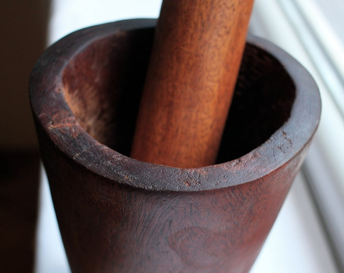 Small Kembo Wooden Mortar/Pilon (approximately 20cm tall)