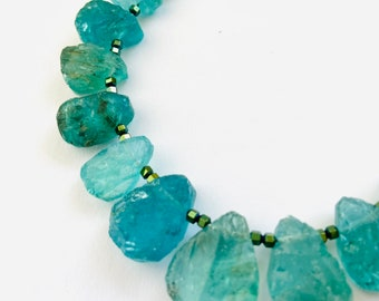 Apatite raw stone necklace ground in drops