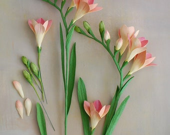 Paper Freesia Tutorial, a step by step guide on how to create this elegant flower, tips and insights, 42 pages with 150 images