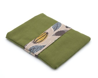 7-inch reader pouch and green/leaf pocket book