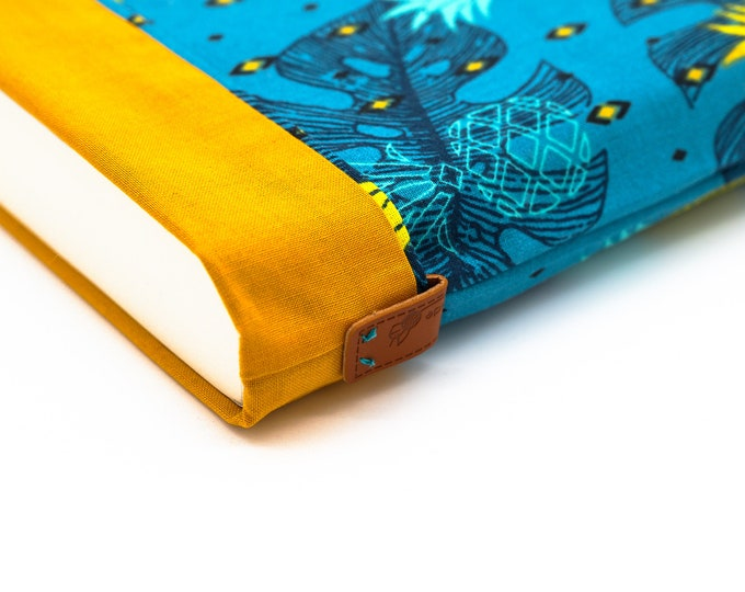 Large-format book pouch pineapple pattern