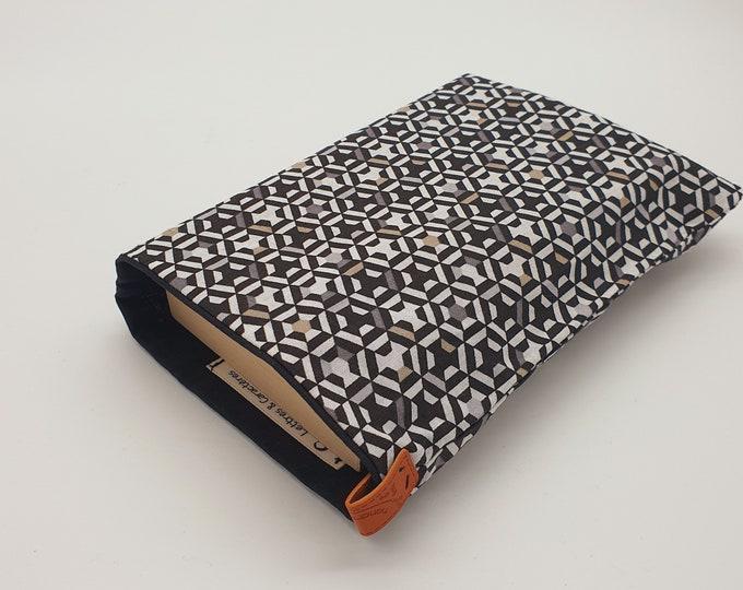 Black geometric pattern pocket pocket pocket