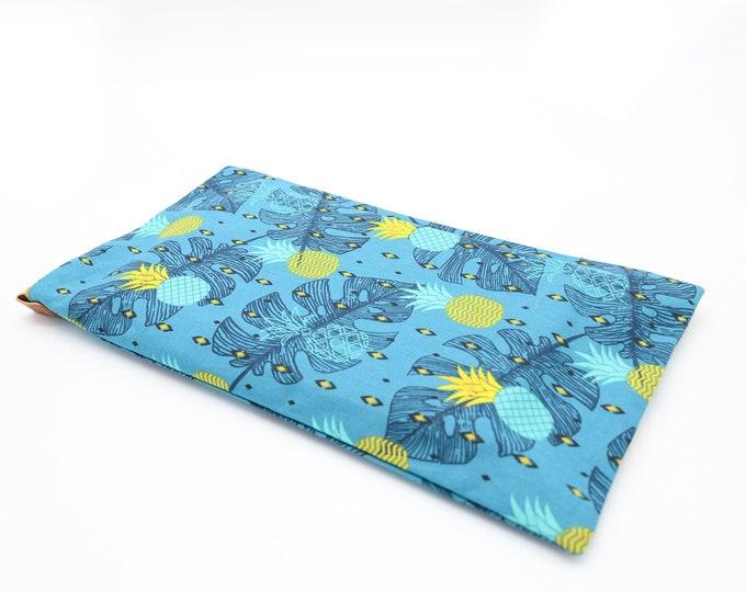 XXL-sized book clutch pineapple pattern