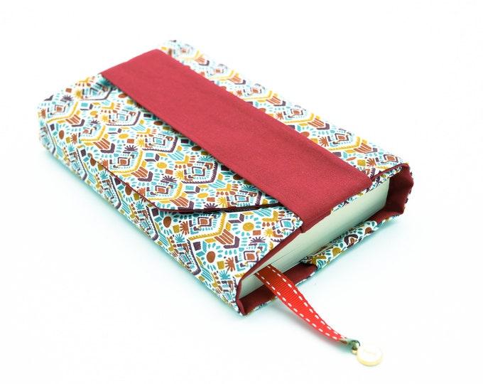 Pocket pocket pocket pocket with geometric/uni red pattern flap