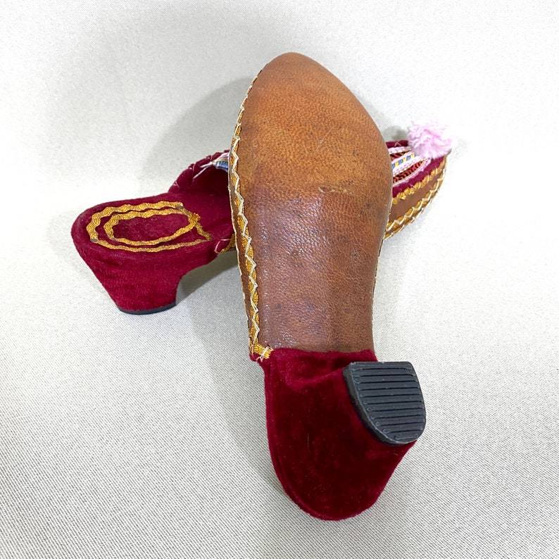 Old Shoes Slippers Fabric Shoes Decoration Vintage Slipper Decor Ethnic Cloth Shoes Vintage Ethnic Shoes Leather Shoes Decoration
