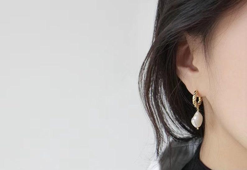 Twisted Gold Pearl hoops Gold Pearl Huggie Earrings Baroque Pearl Hoop 18K Gold Pearl Hoop Earrings Pearl Drop Earrings Sterling Silver