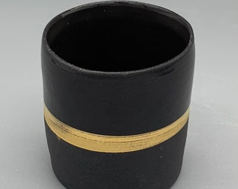 Espresso cup in black porcelain refined with real gold.