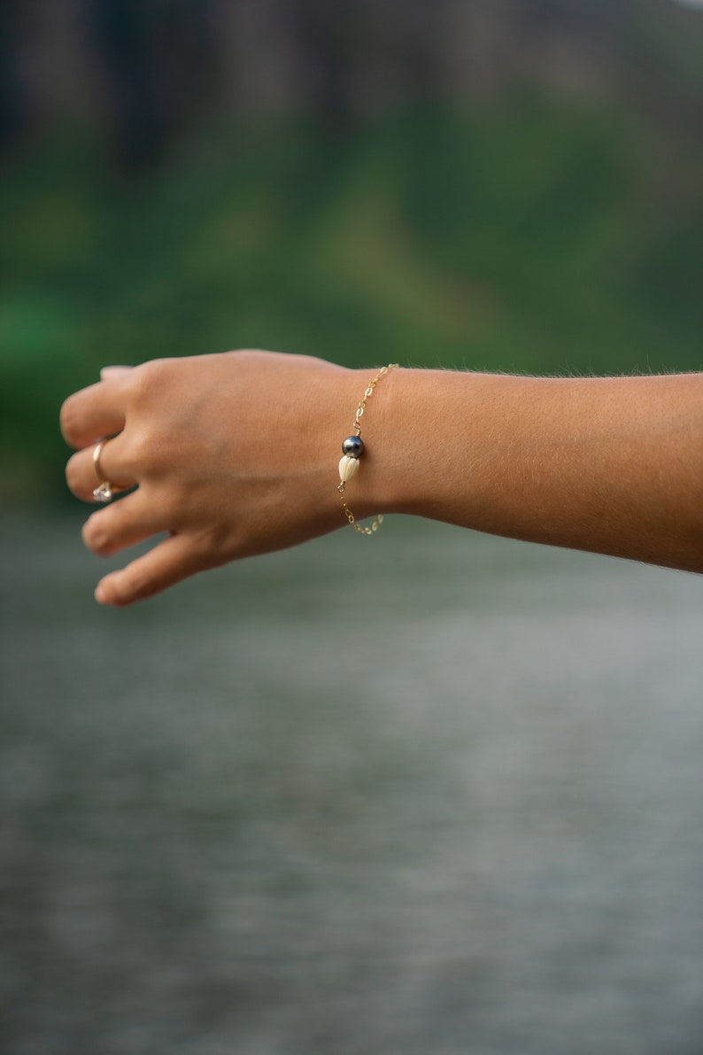 Pikake x Tahitian pearl bracelet