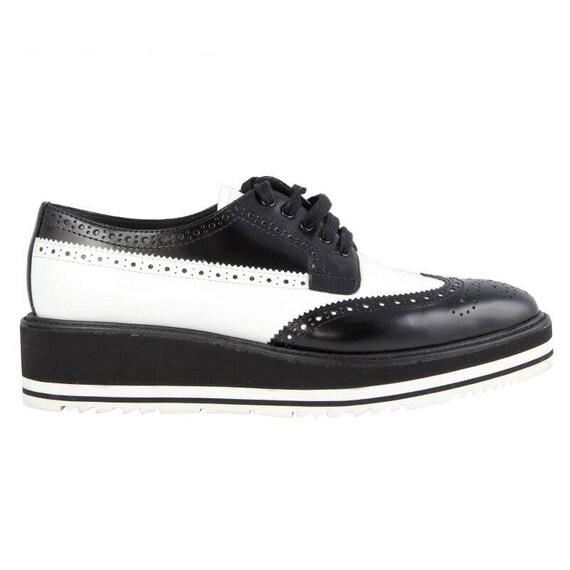 41972 auth PRADA black & white leather BROGUE Plat