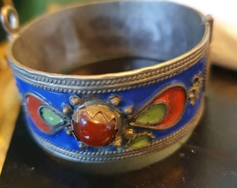 green jewels Moroccan wide tarnished enamel bracelet cuff with red