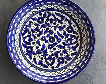 Blue and white fruit bowl, salad bowl, ceramic serving bowl with hand-painted oriental boho flower pattern