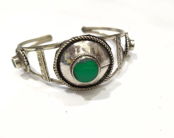 Vintage Green Stone Light Weight Cuff Bracelet, Slim Antique Tribal Cuff Bracelet, Ethnic Cuff, Boho Jewelry, Vintage Costume Jewelry