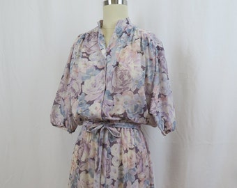 Vintage 1970s 1980s Purple Lilac Floral Print Dress Batwing Sleeves