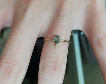 Personalised Engravable Narrow Sterling Silver Wedding Band Green Sapphire Bridal Set Women/'s Natural Tiny Stone Engagement Ring