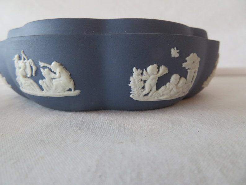 Vintage  Wedgwood Scalloped Round Trinket Box