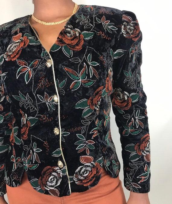 Vintage black velvet blazer with red & green flow… - image 8