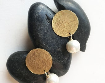 Round Bronze earrings with white pearls and silver 925 push back closure