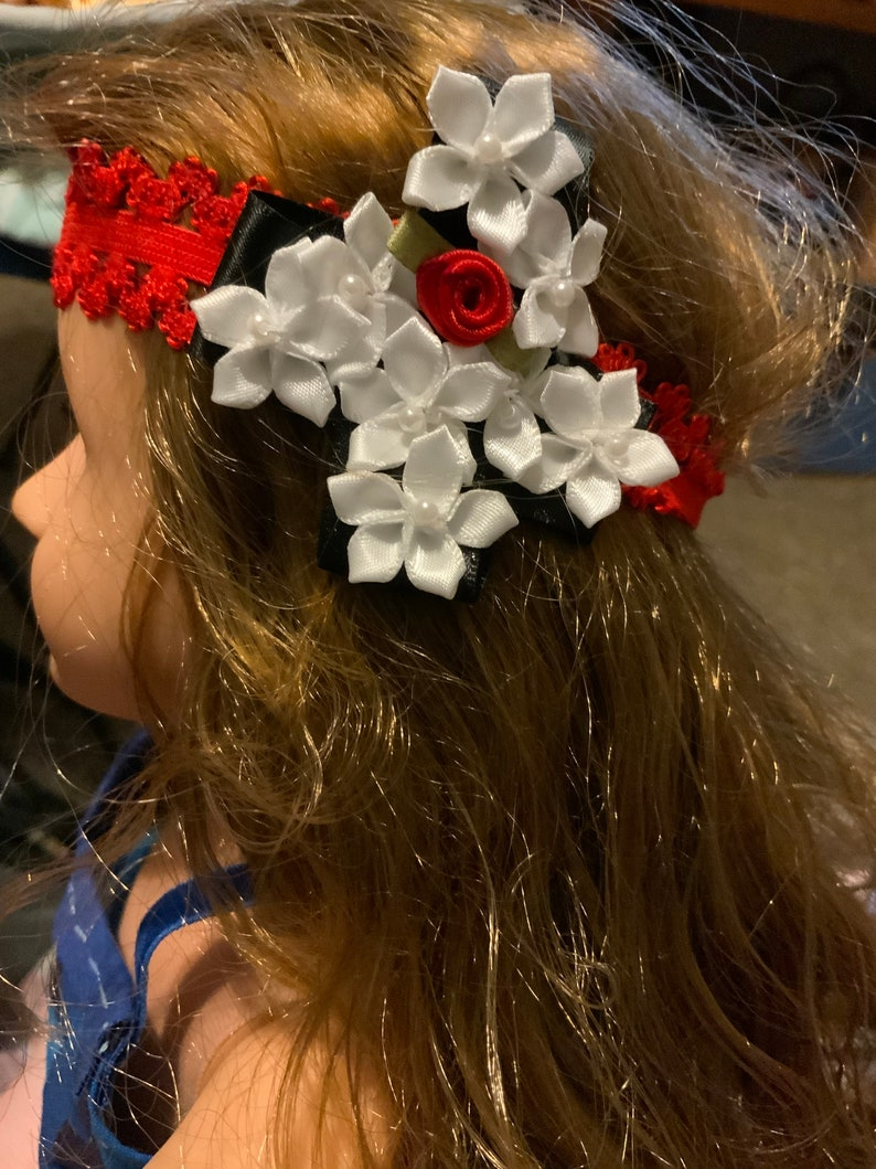 Child or infant hair bow.