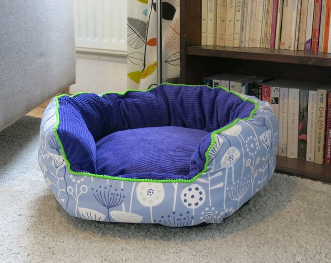 Small round pet bed