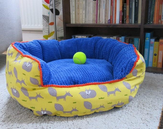 Medium round pet bed.
